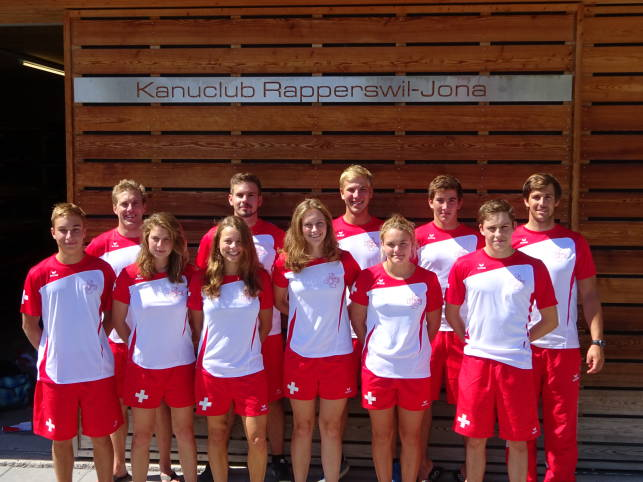 Gruppenfoto Kanupolo-Team Rapperswil-Jona
